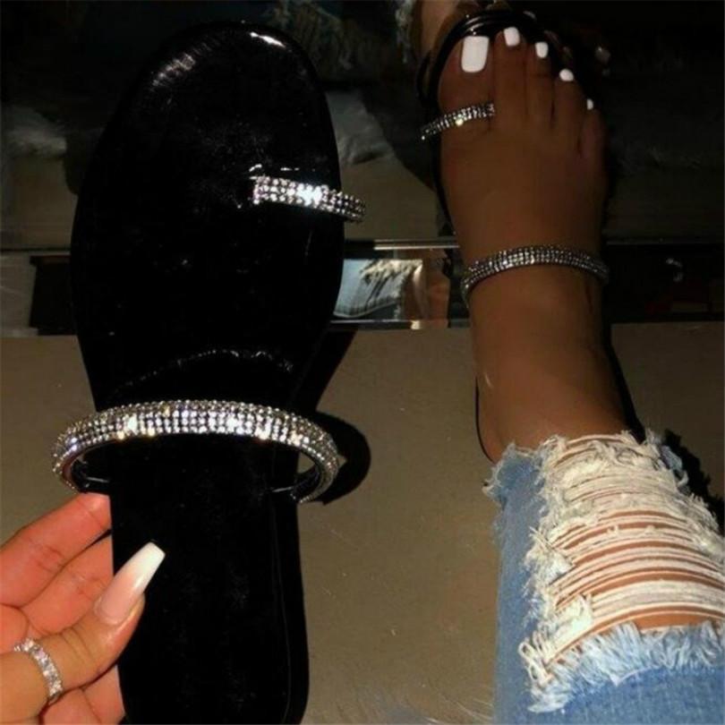 2020 Nouveau pantoufles Haute Qualité Femmes Chaussures diamant plat Sandales En Plein Air Plage Chaussures sauvage unique doigt Flip Flop PH-CFY20041631