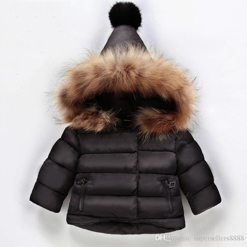 Tamaño capa encapuchada niños muchachas de los bebés de invierno Outwear el invierno de los niños 1-6T Parkas Chaquetas Niño algodón abajo cubre con el conejo cuello de pelo