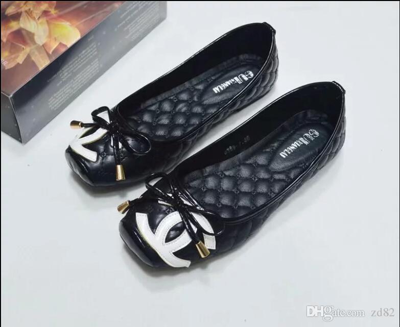 2019 pantoufles en cuir de la marque des femmes, des pantoufles de conception, des chaînes métalliques, des sandales d'été, chaussures de plage, pantoufles de mode, pantoufles