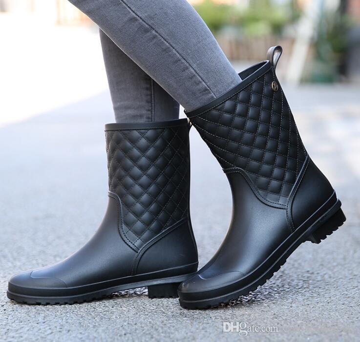 Venta caliente Botas de invierno Diseño de marca Botas Botas de lluvia Zapatos de mujer Sólido Caucho Impermeable Pisos Zapatos de moda
