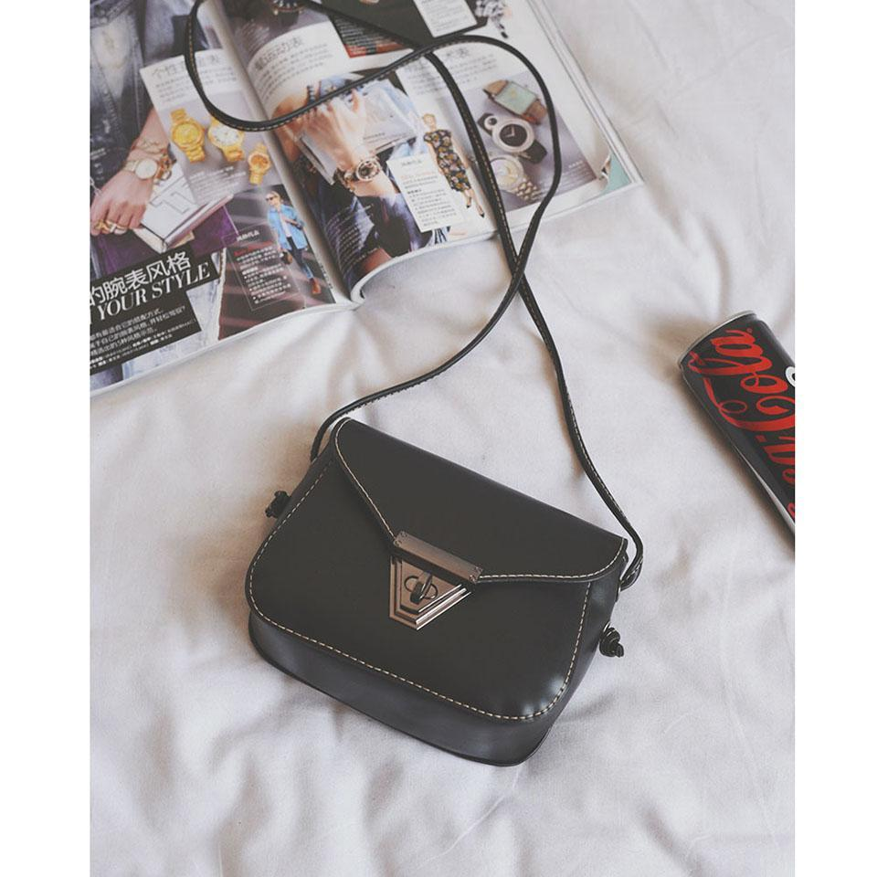 Дизайнерские женские сумки через плечо Новая мода Треугольный замок Небольшие пакеты Простые мини-квадратные сумки Ретро диагональные сумки Универсальные пакеты Messenger