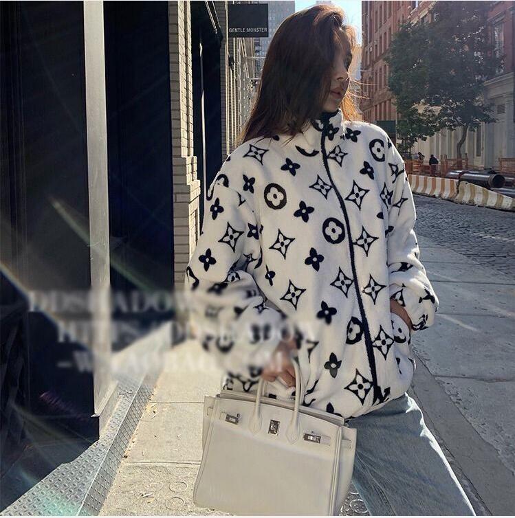 عشاق معطف الخريف معطف الشتاء الإناث النسخة الكورية فضفاض طالب أفخم معطف الجسم المخملية المرجانية الطباعة الرجال والنساء على حد سواء