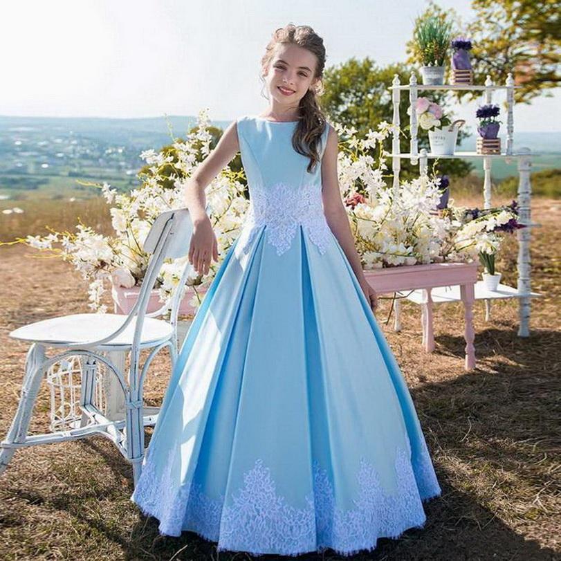 عالية الجودة الحرير الأزرق الأميرة اللباس مع الدانتيل الأبيض يزين القوس ربط الحذاء حتى العودة الطية كوستومزيد زهرة فتاة فستان الزفاف للحصول على