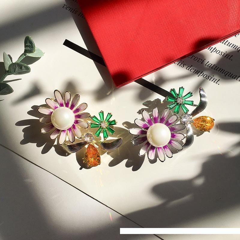 cobre de alta qualidade de ouro cristal banhado CZ flor pérola pinos broches para as mulheres recém-chegada de luxo de moda de jóias por atacado