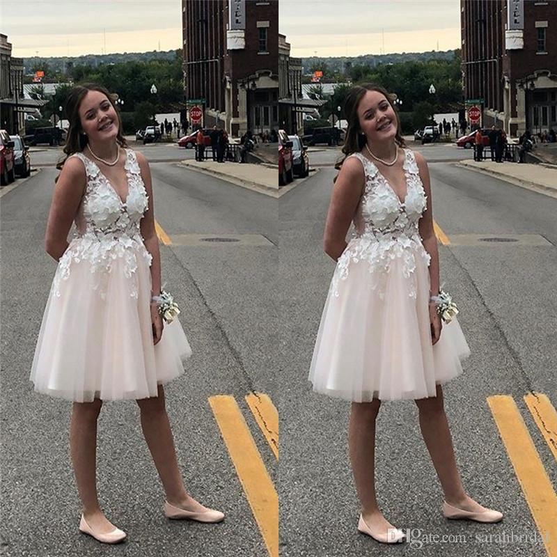 Короткие V-образным вырезом платья возвращения на родину кружевные аппликации оборками топ тюль выпускные платья дешево с высоким качеством