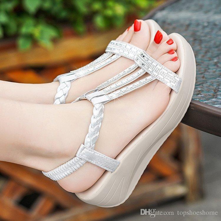 Sandalias de cuña de las mujeres 2019 Nuevo Thick Bottom Sole Rhinestone Moda Dedos abiertos Gladiador Verano Resbalón en los zapatos