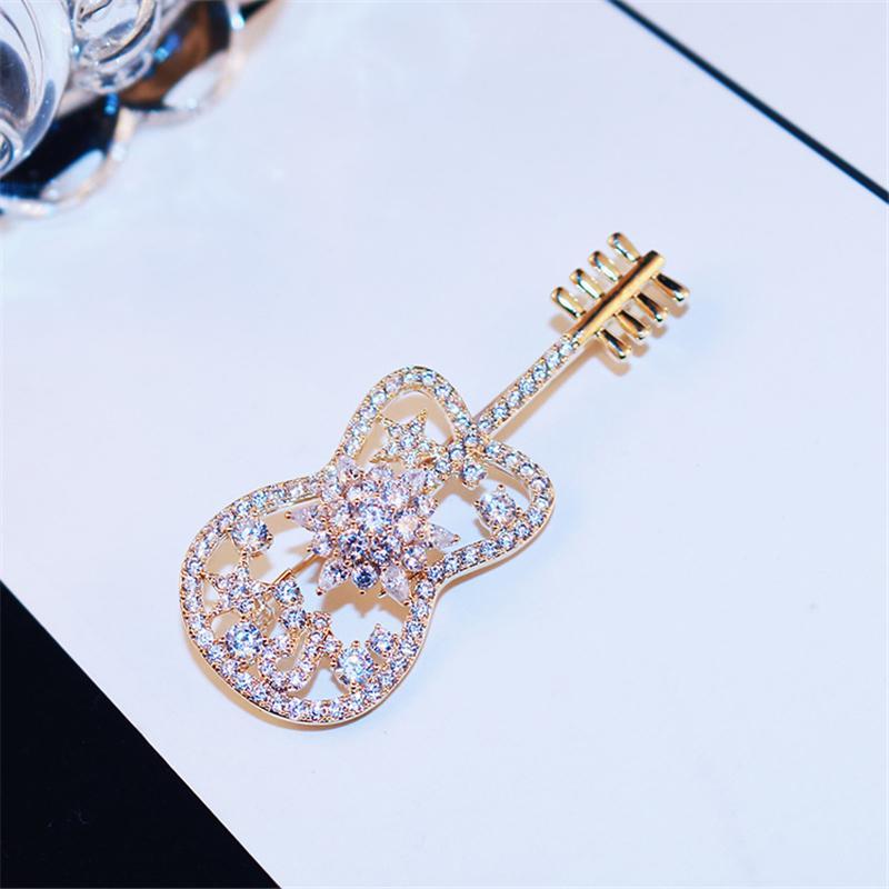 Nueva lujo violín romántico broche de joyería giratoria flash de diamante micro-juego de damas ramillete de circón de grado alto capa 18k chapado en oro broche