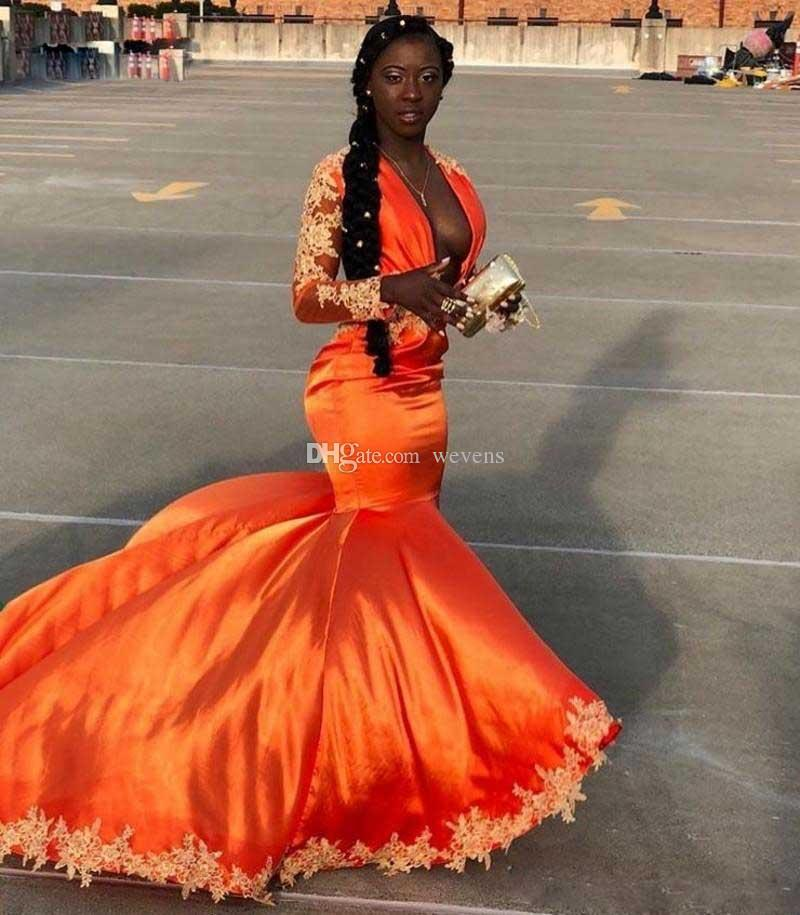 Modische schwarze Mädchen Meerjungfrau mit langen Ärmeln Prom Kleider mit tiefem V-Ausschnitt Applikationen Satin Robe De Mariee Celebrity Kleider