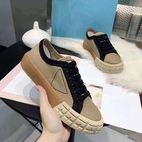 2020 La dernière plate-forme de cheville chaussures de haute qualité des femmes de la mode de luxe série rivets en cuir bottes martin classique femmes luxe doux SC23 noir