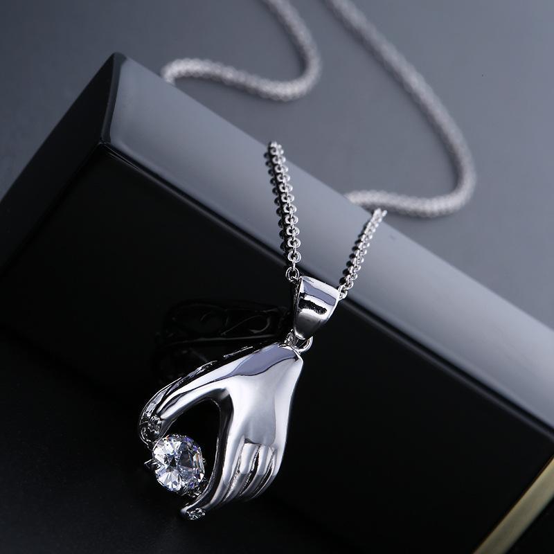 Nuovo amore gioielli femminile destrezza mano collana delle donne gioielli che batte a forma di cuore zirconi micro-set di moda collana pendente clavicola