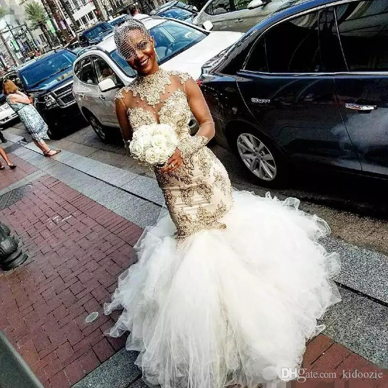 2020 mangas compridas Glamorous Sheer Voltar Fluffy trem tribunal vestido nupcial Sexy nigeriano Africano sereia vestidos de noiva alta Neck ouro contas App