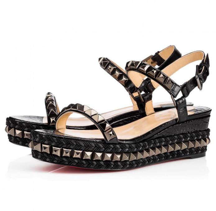 Yeni Deri Kırmızı Alt Göz Alıcı Bayanlar Sandalet Bilek Kayışı Toka Kayış Pira Ryad klasik sandal yazlık Kırmızı deri kama platformu tabanı