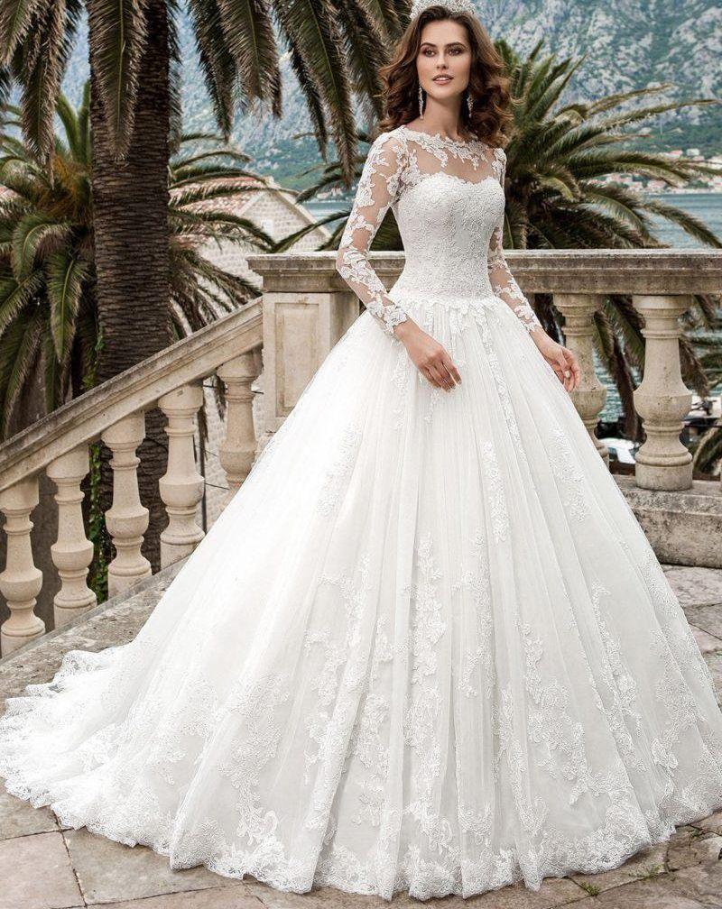 2019 Appliques Wedding Dresses Sheer Boat Neckline Long Sleeves Lace-up Corset Back Vintage Castle Wedding Dress Backless Bridal Gowns