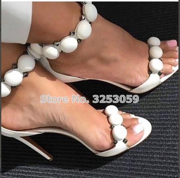 ALMUDENA Tasarımcı Ayakkabı Kadınlar Yaz Düğme Çivili Sandalet Piramit Studs Süslenmiş Yüksek Topuklar Pom Stiletto Topuklar MX200407 pompaları
