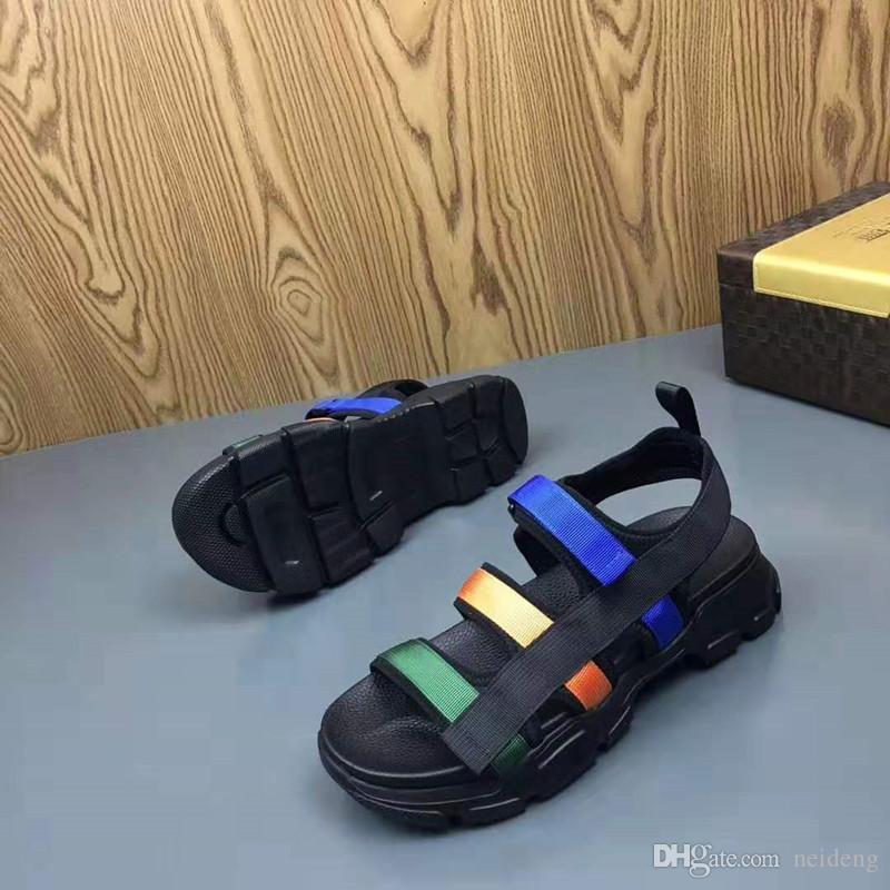 Zapatos calientes Venta-Hombres fuera de tamaño respirable de verano cómodo Luz Sandalias Mujer Plus 38-44