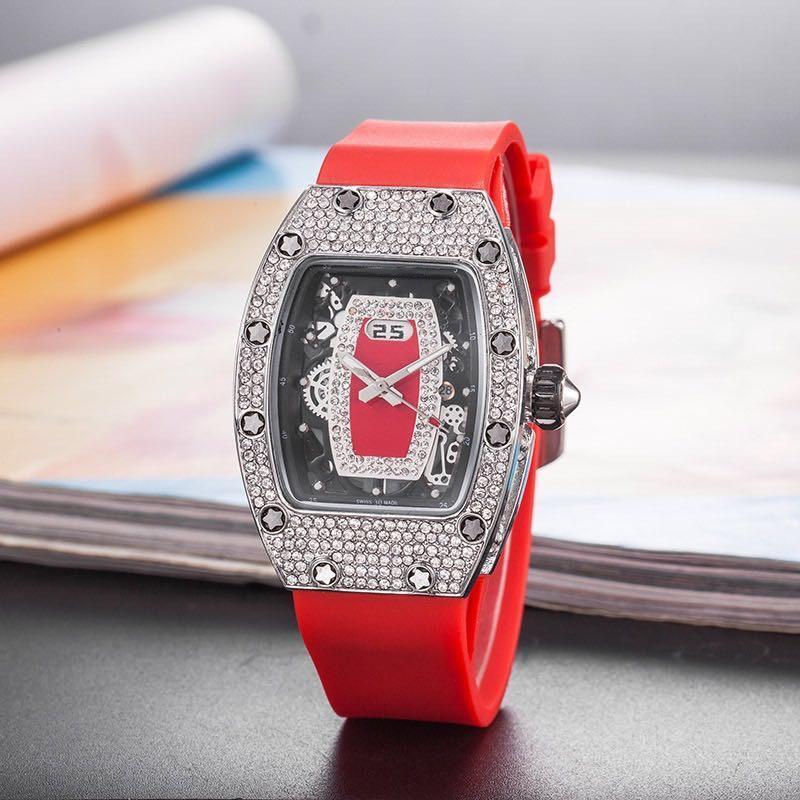 Lusso Red Lips vigilanze delle donne Reloj mujer del silicone di modo del quarzo della fascia Orologi Donne Top Brand esercitazione completa di orologio da polso Lady montre femme