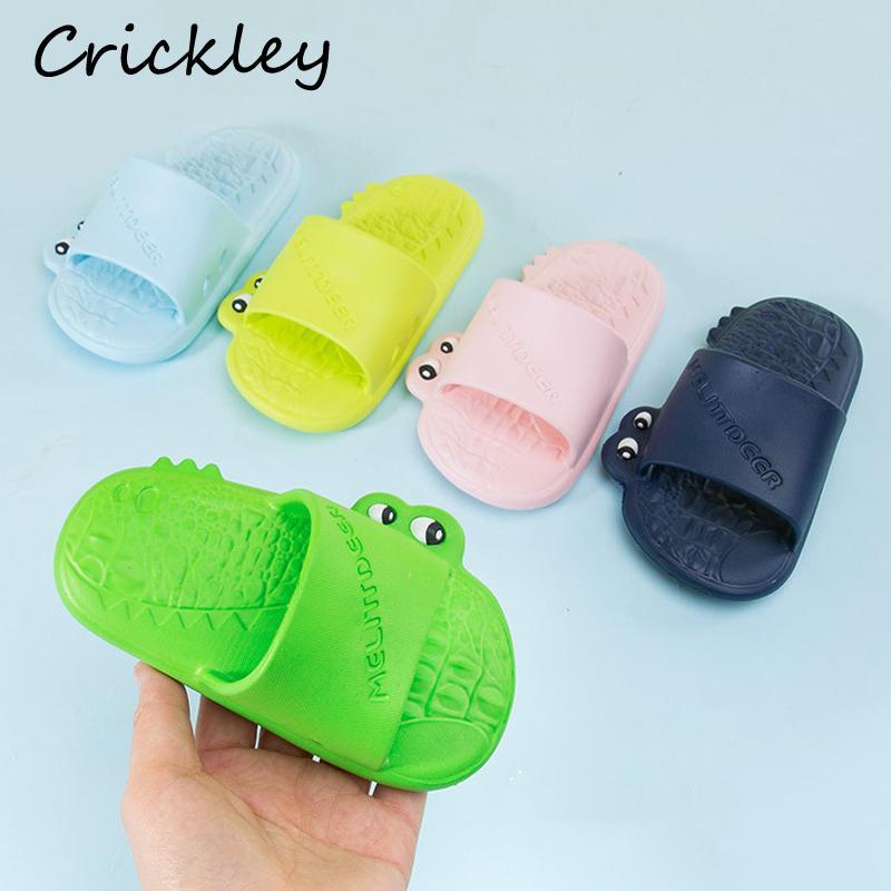Enfants Salle de bains Pantoufles De Bande Dessinée Crocodile modélisation Pantoufles Pour Garçons Filles Non Slip Doux Plage Chaussures Enfant D'été