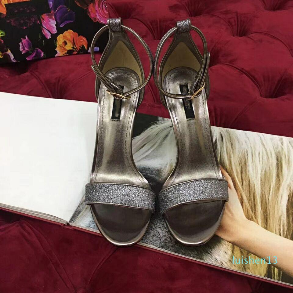 Européenne classique de style Luxe Femmes Pantoufles Sandales Mode sexy talon Lettre alphabétique en cuir Designer Style Boucles de ceinture de L13