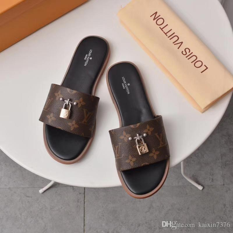 2019 Paris Mode Hommes Femmes Sandales d'été plage Diapo Chaussons dames TONGS Mocassins Imprimer cuir solide Couleur 38-45 avec Boxs V60