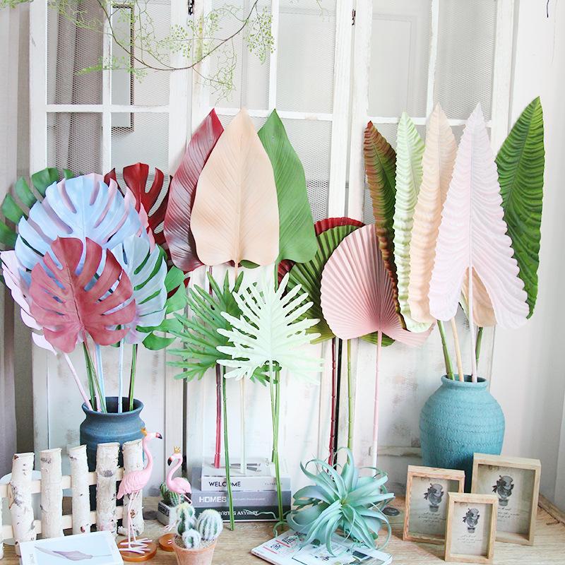 Hojas de palma tropical artificial de color plástico de hojas de monta de las flores decorativas para la carretera de boda líderes plantas artificiales para la decoración del hogar