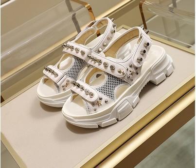 2019 verano nueva moda de diamantes de imitación de cuero sandalias de los deportes zapatos de los hombres y de las mujeres ocasionales con suela gruesa