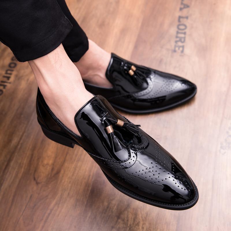 Zapatos de cuero de los hombres calientes de la borla de patente señaló zapatos formales de los hombres cómodo Tamaño del banquete de boda Hombre Holgazanes Plus 38-47