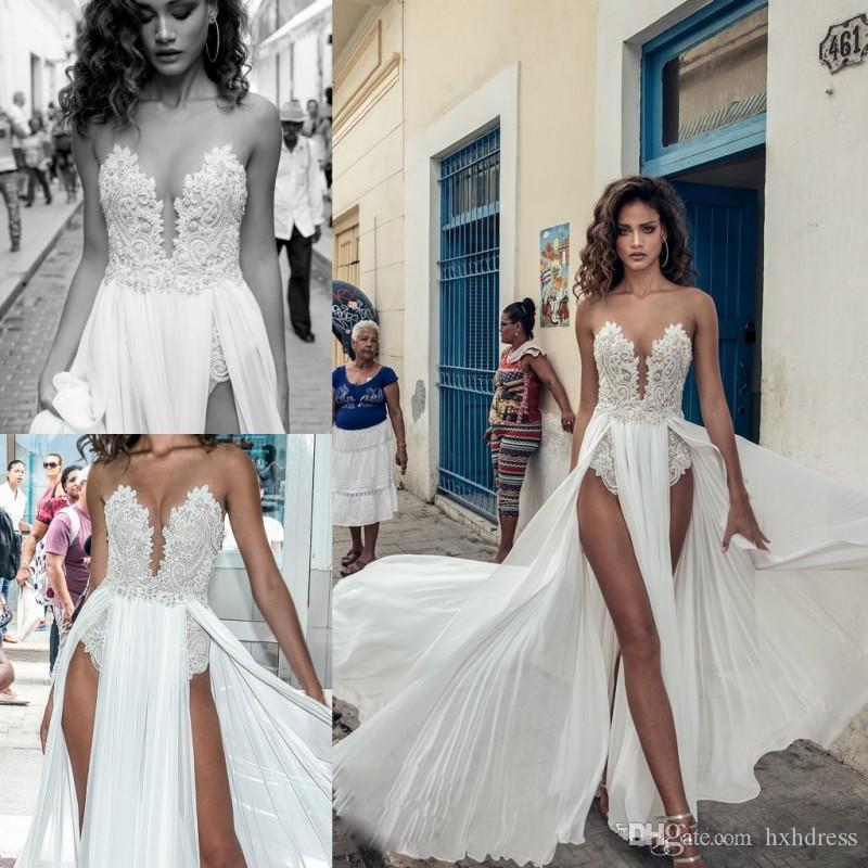 2020 Nuovo Julie Vino Beach Abiti da sposa Split Illusion pizzo applique Neck Boho Abito da sposa abiti da sposa in chiffon 4613