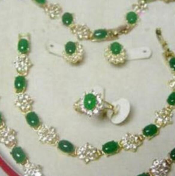 Halskette Beliebter Schmuck grüner Jade-Halsketten-Armband-Ring-Ohrring-Set