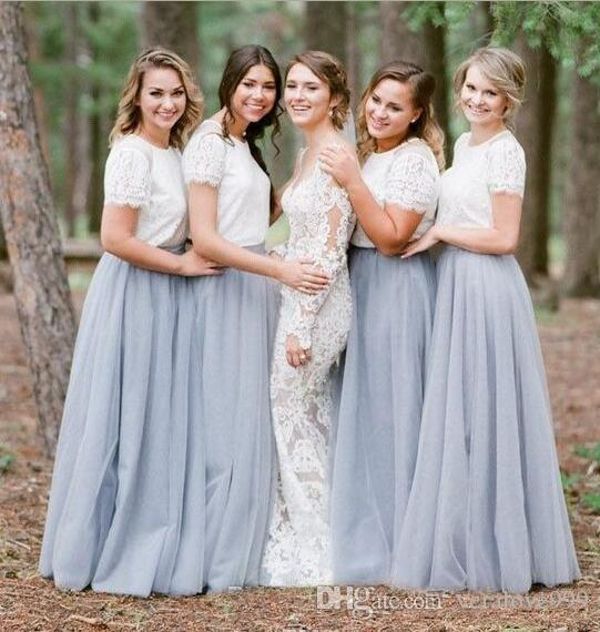 Élégant Deux Pièces Dusty Pays Bleu Long Robes De Demoiselle D'honneur 2018 Manches Courtes En Dentelle Top Etage Longueur Robe De Soirée Robes De Bal