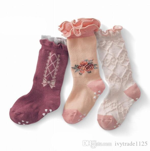 3 colores Baby Girl Calcetines Flor Ruffles Design Girls 100% algodón Stockings Cómodo de calidad de los niños Calcetines de buena calidad Tamaño 0-12T