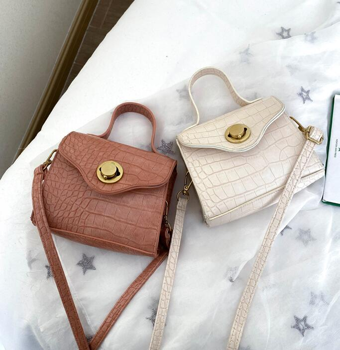 hot Solid color lock small Japanese and Korean new female bag wild messenger bag casual fashion shoulder bag crocodile pattern portab