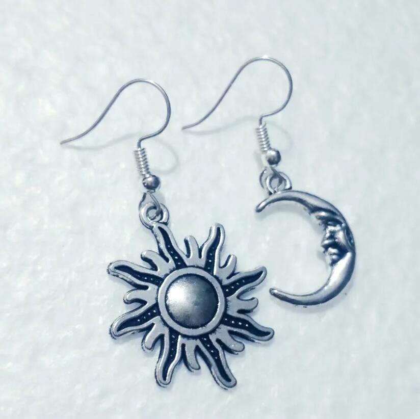 Hot Antique Silver Alloy Beautiful moon / fiery sun Charms Pendants Hip Hop Bohemian Earring Jewellery For Women Gift A263