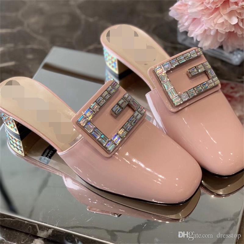 النساء الفاخرة مصمم الصنادل النعال الصيف موضة الصنادل كعب مكتنزة الانزلاق على الأحذية الوردي الأسود في الأسهم