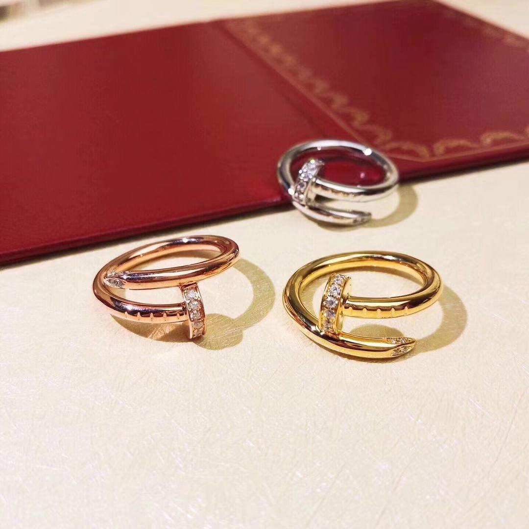 anillos de diseñoCartieranillos de las mujeres anillo de la joyería de lujo de diseñoCartierde acero de titanio anillo de amor baño de oro nunca se desvanecen de 2020