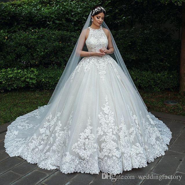 2019 Luxus Ballkleid Brautkleider Halter Sleeveless Spitze Appliques Brautkleider mit einzigartigen Holoe Back Custom Made