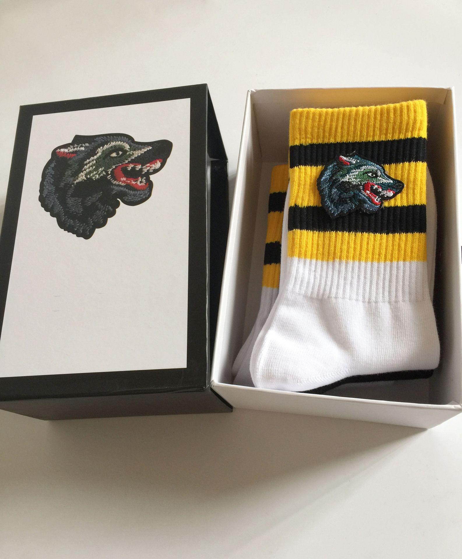 4 Paar / Box Tierkopf heiße Verkaufs-Herren Socken Vier Paare arbeiten Sportsocken Wolf-Stickerei-Freizeit Cotton Man Socken Gift Box Set