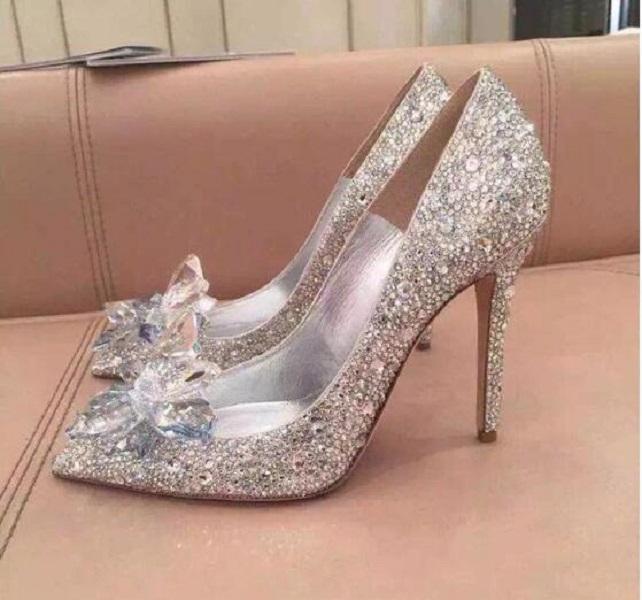 Top Grade Cinderella de cristal sapatos de noiva strass sapatos de casamento com bola de couro genuína flor saltos altos do desenhador saltos altos das mulheres