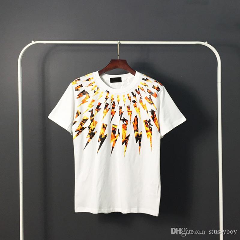 Mens Stylist T Shirt Hip Hop Mens estilista de alta qualidade de impressão camiseta Homens Mulheres Summer manga curta Tees 4 Estilos.