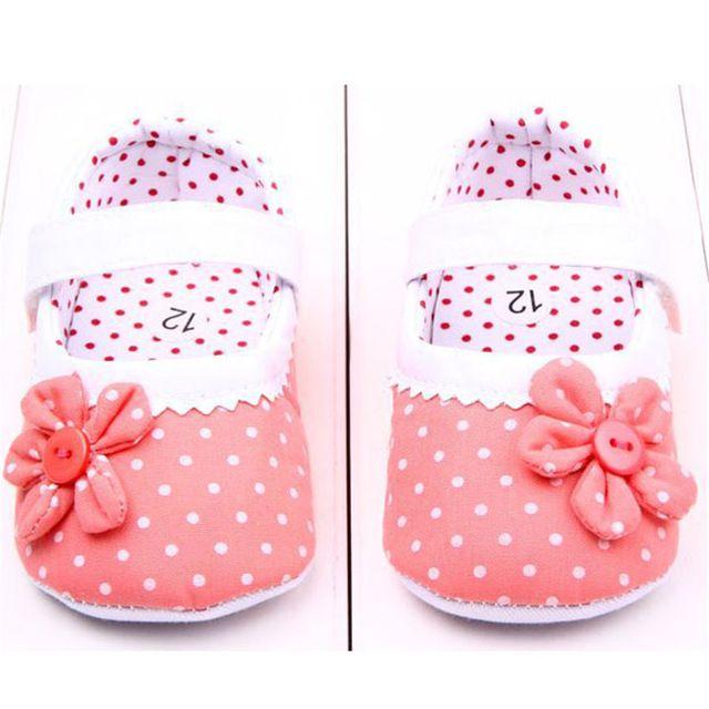 Nueva llegada Zapatos de los bebés princesa Dots flores suaves de algodón recién nacido Niño del pesebre zapatos infantiles suela antideslizante el primer caminante