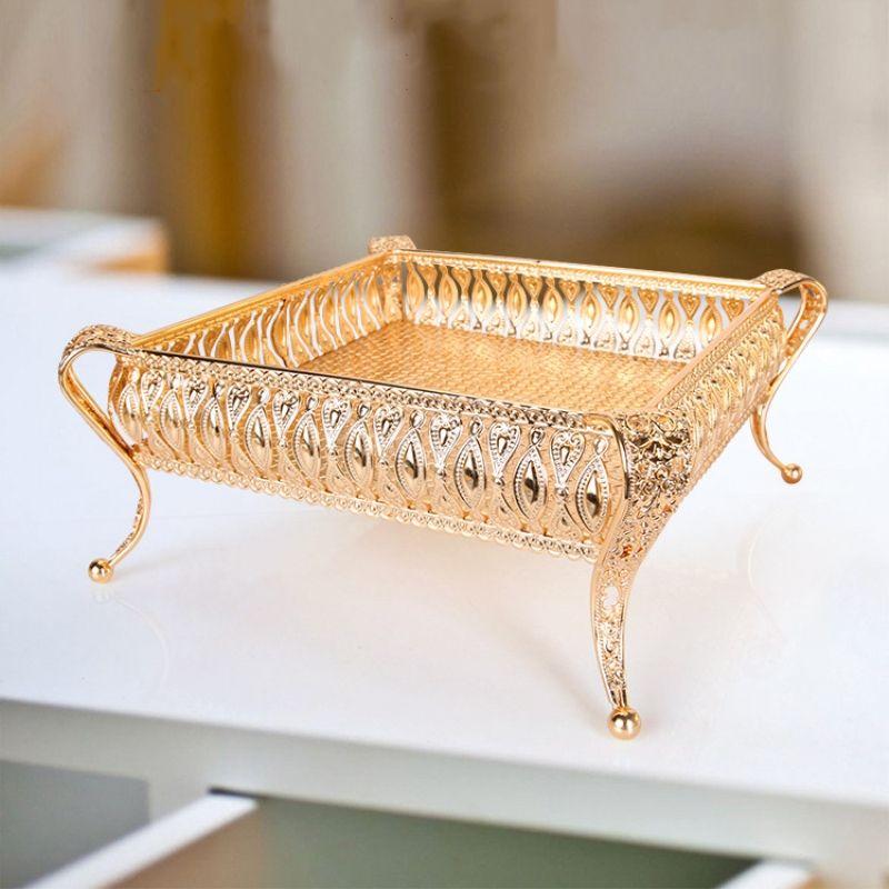 Bandeja de metal Acabado en oro de lujo Tuercas de placa hueca / Soporte de frutas / pasteles Centro de mesa de boda Decoración de mesa en casa »