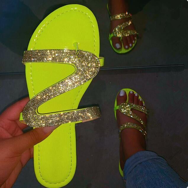 moda femenina en forma de S de diamantes de imitación zapatos al aire libre de playa zapatillas damas sandalias de la hebilla de cristal 2020 de primavera / verano flip-flops