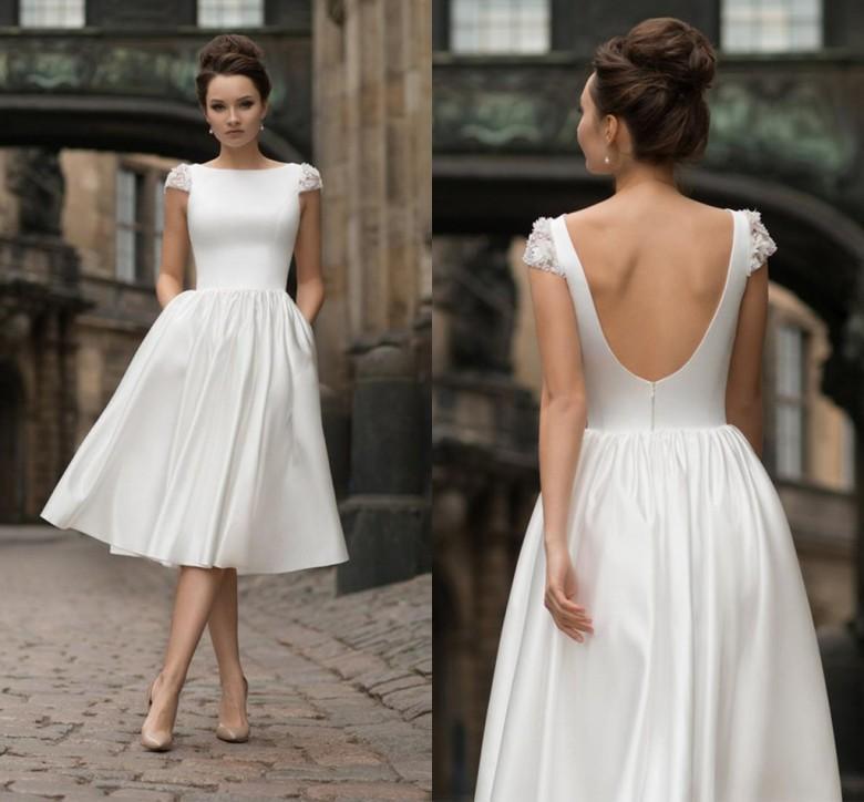 Sexy Backless curtos vestidos de casamento 2020 Cap luva vestidos de noiva Applique Tea frisada Vintage comprimento do vestido da noiva