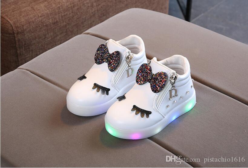 Versión coreana de los diamantes de imitación de la moda se enciende el arco historieta de los zapatos de los niños niñas luminosos de fondos blandos zapatos de bebé de los niños LED