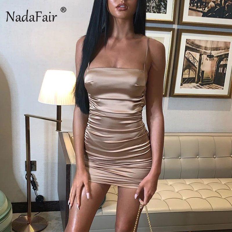 Nadafair Ночной клуб сатин скольжению Мини платье Спагетти ремень Backless Ruched Tight Bodycon платье Короткое сексуальное платье партии женщин