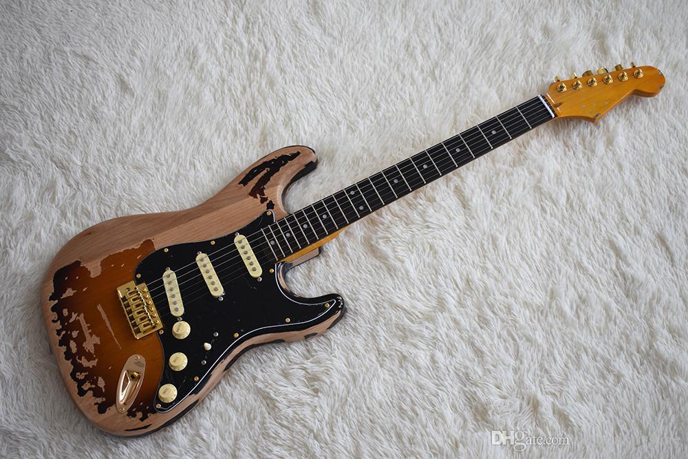 Guitarra eléctrica personalizada estilo vintage de fábrica con herrajes dorados, negro Pickguard, mástil de arce amarillo, pastillas SSS, se puede personalizar