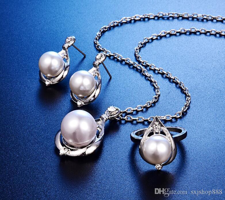 Conjunto de perlas de plata con collar de perlas. Conjunto de anillos con tres collares con gotas de agua.