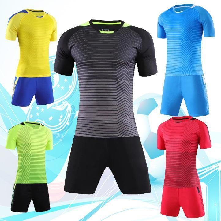 Футбол комплект учебных материалов, спортивная одежда, спортивный костюм, поделки учебной группы, может иметь дело с именами, цифрами и знаками.
