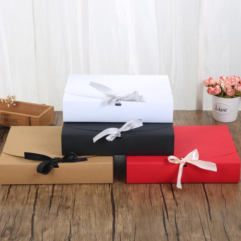 24 * 19.5 * 7cm وأبيض / أسود / براون / أحمر ورقة مربع مع الشريط سعة كبيرة كرافت الكرتون ورقة علبة هدية وشاح الملابس التعبئة والتغليف