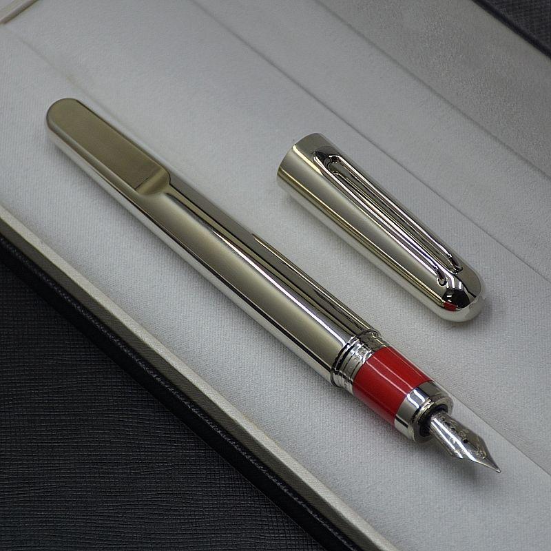 طبعة محدودة M سلسلة المغناطيسي نافورة من ركلة جزاء العرض تفضيض فاخرة تصميم مدرسة مكتب القرطاسية الساخن بيع الحبر جودة عالية الكتابة القلم