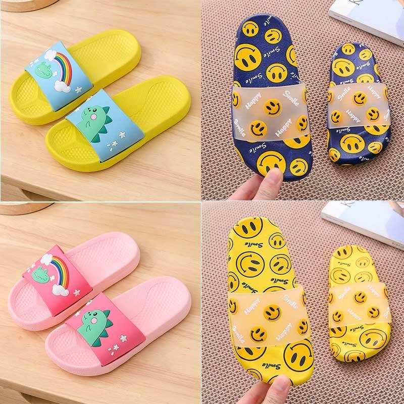Innen Zuhause Schuhe Designer Hausschuhe für Kinder Cartoon Flip Flops Schwarz Blau Gelb Blau Frauen Männer Sommer Sandalen 2020 neue Ankunfts-